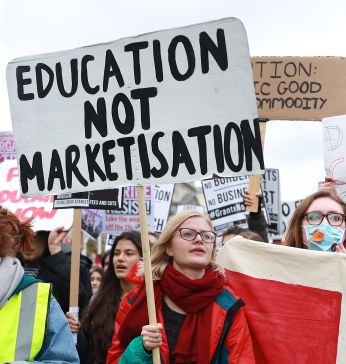 Thousands marched on November 4 calling for #grantsnotdebt and free education. (Image: Gemma Short // www.drawntolight.wordpress.com)